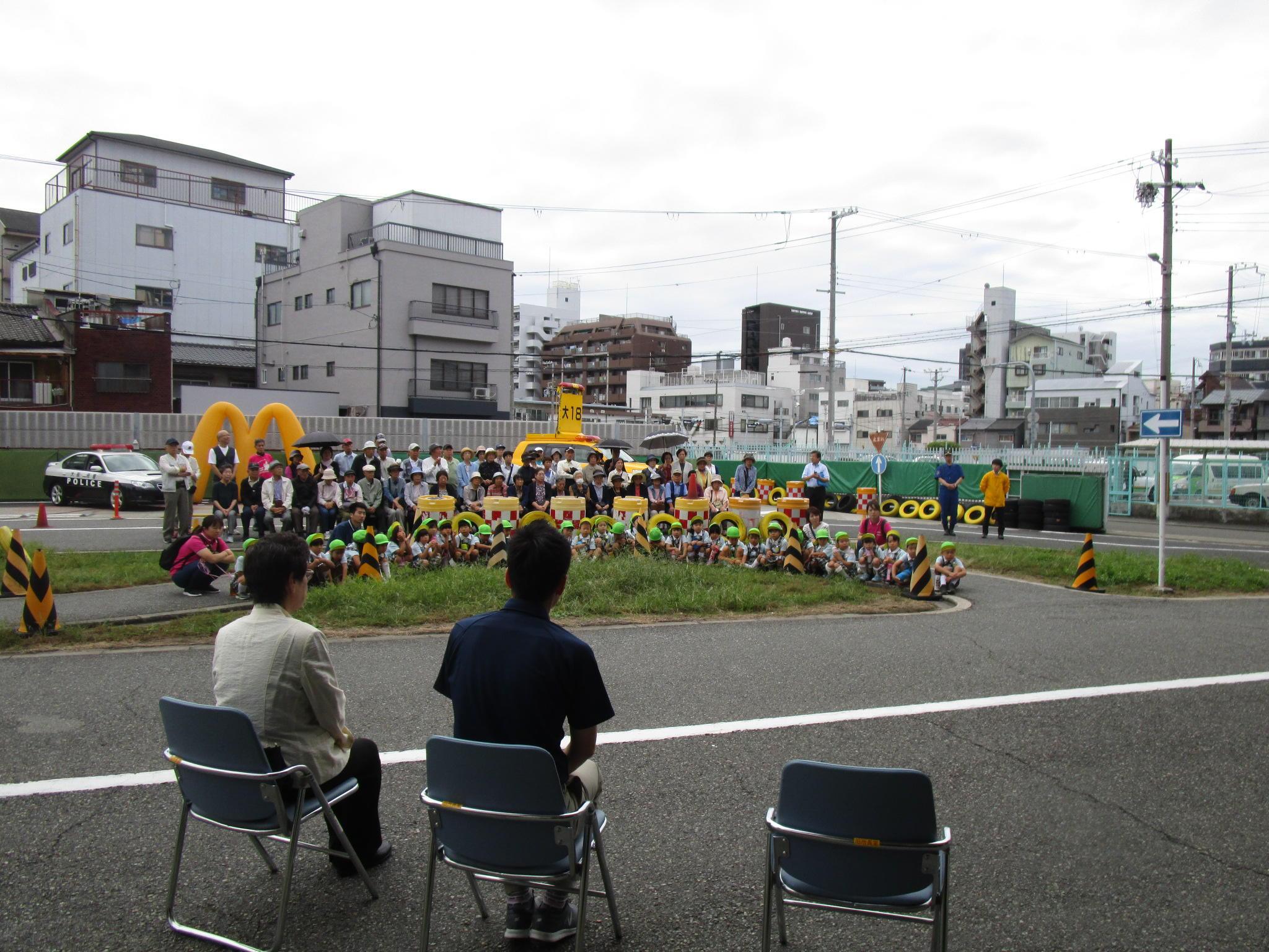 高齢者と児童の交通安全教室を開催致しました